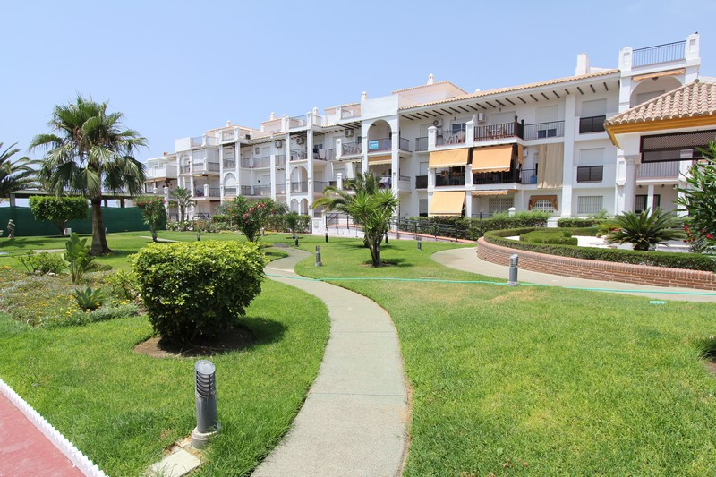 Laguna beach torrox costa meses de iniverno apartamentos anubis - Apartamentos laguna beach torrox ...